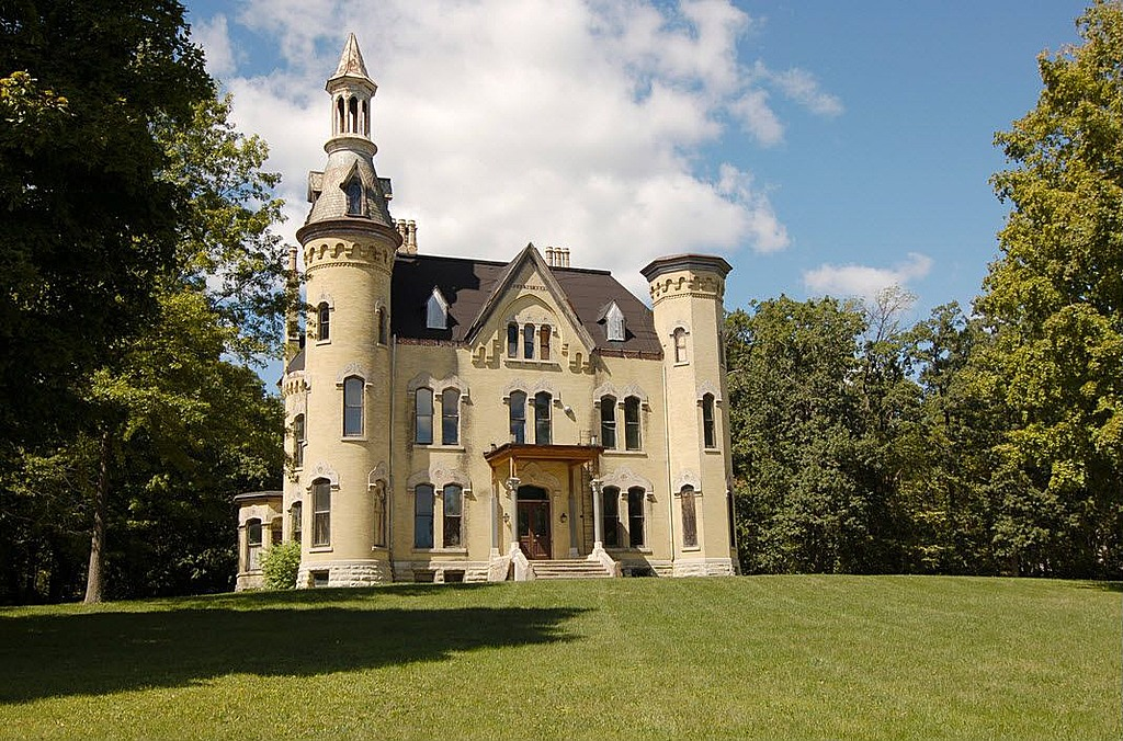 Wayne manor really an illinois castle looney listing for Castle mansions for sale