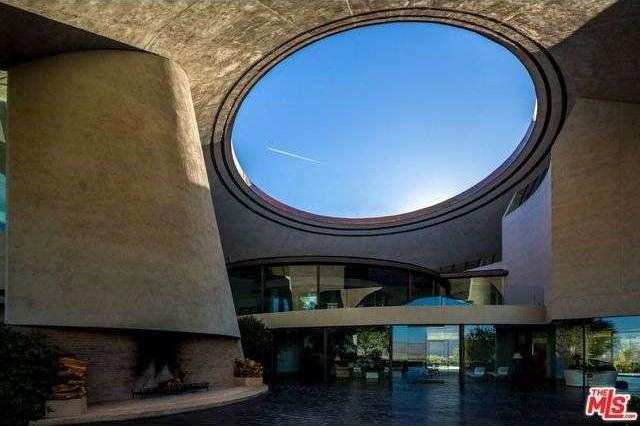 2466 Southridge Dr., Palm Springs, CA 92264
