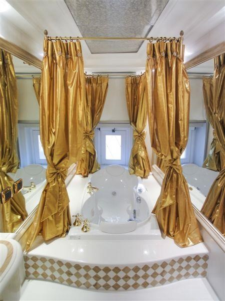 After dinner, enjoy a luxurious bath...
