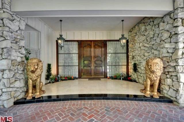 406 Robert Ln., Beverly Hills, CA 90210