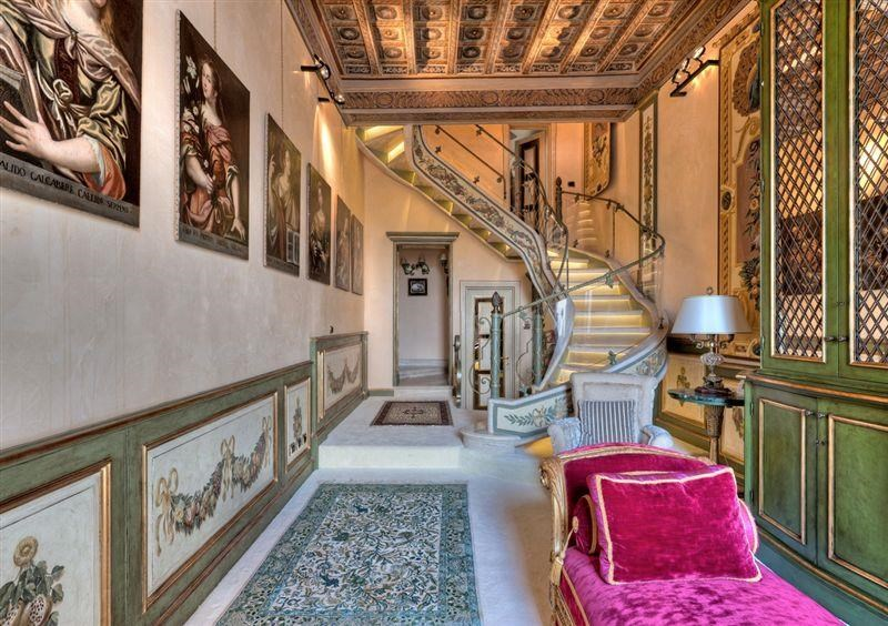 Rome penthouse, Christie's, Pic 14 stairhall - imagereader.aspx